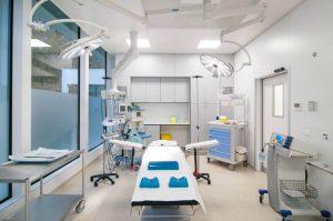 salle-operation-claris-clinic