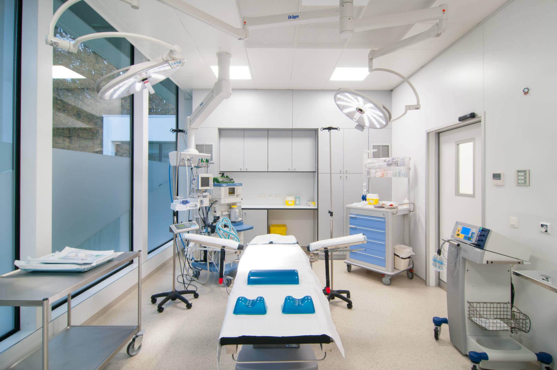 Chirurgie esthétique - Docteur Jacques Duchateau - Salle d'opération Claris Clinic